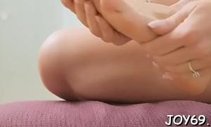 Teen rubs love tunnel to get orgasm