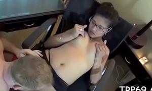 Chap lances pussy of a thai bimbo